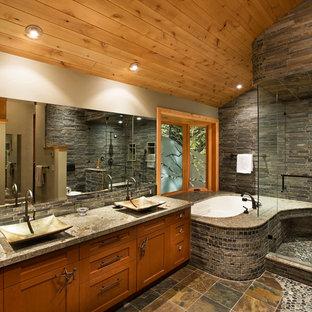 Inspiration för ett vintage badrum, med ett fristående handfat och skifferkakel