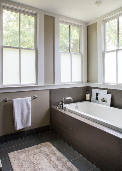 10 bathroom window solutions to maintain your privacy for Bathroom window privacy solutions