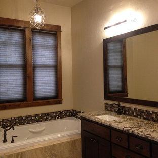 Imagen de cuarto de baño principal, de estilo americano, grande, con ducha a ras de suelo, sanitario de pared, baldosas y/o azulejos marrones, baldosas y/o azulejos en mosaico, paredes marrones, suelo de baldosas de cerámica, lavabo bajoencimera y encimera de granito