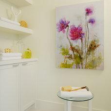 Modern Bathroom by Veranda Estate Homes & Interiors