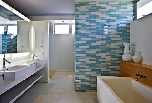 Modern Bathroom by Balfoort Architecture, Inc.