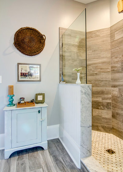 Shabby-chic Style Bathroom by Centerbeam Construction