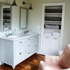 Craftsman Bathroom by Diana Bellgowan, Architect
