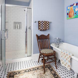 Idéer för eklektiska badrum, med ett badkar med tassar