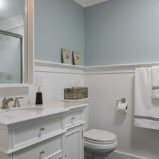 Beach Style Bathroom by benjamin john stevens, architect