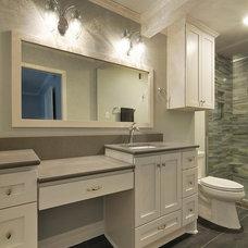Modern Bathroom by Zuri Custom Homes & Renovations