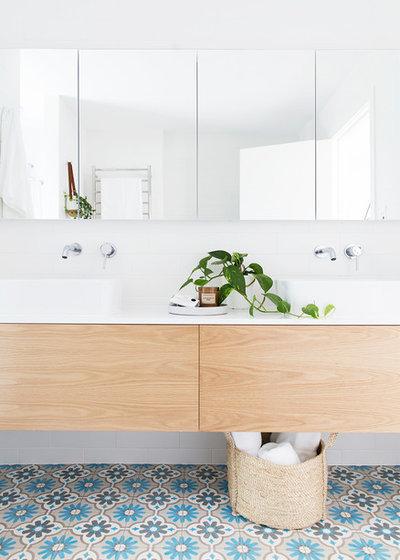 Costero Cuarto de baño by The Design Villa