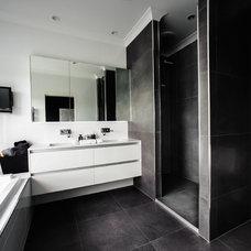 Contemporary Bathroom by Tomas O'Malley Architect