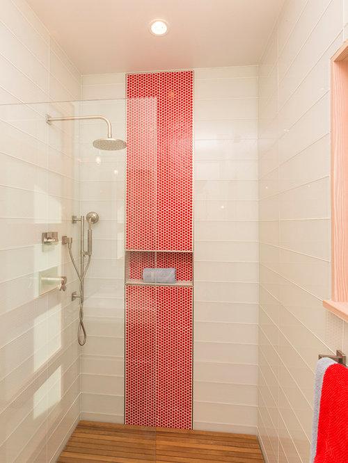 Bagno moderno con ante rosse - Foto, Idee, Arredamento