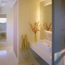 contemporary bathroom by Siemasko + Verbridge