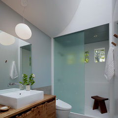 contemporary bathroom by Buttrick Wong Architects