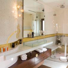 Contemporary Bathroom by Galit pnina avinoam