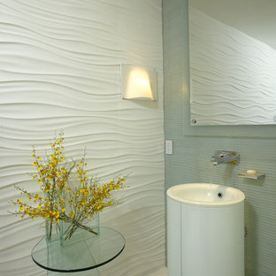 Идея дизайна: ванная комната среднего размера в современном стиле с раковиной с пьедесталом, мраморной столешницей, накладной ванной, унитазом-моноблоком, белой плиткой, плиткой мозаикой, белыми стенами, мраморным полом и душевой кабиной