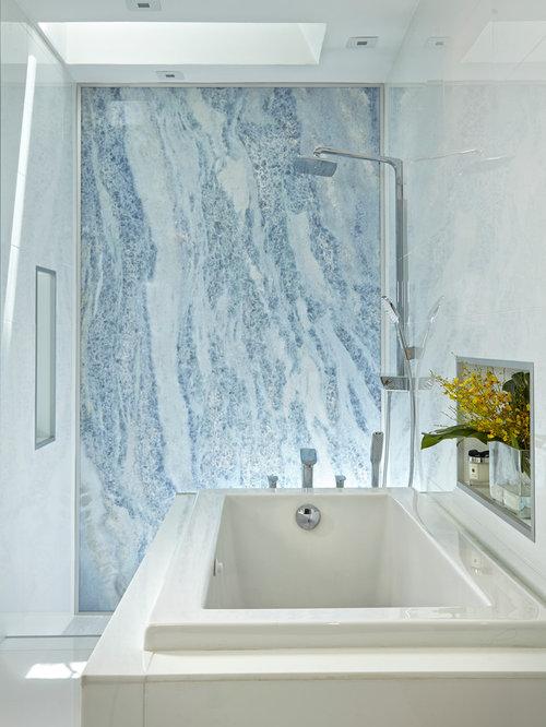 badezimmer mit japanischer badewanne und offenen schr nken. Black Bedroom Furniture Sets. Home Design Ideas