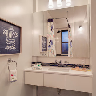 Inspiration for a contemporary kids' bathroom remodel in New York