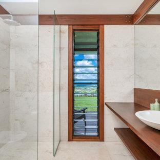Photo of a tropical bathroom in Gold Coast - Tweed.