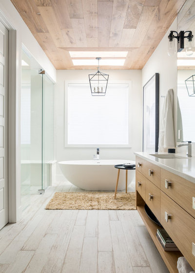 Contemporary Bathroom by Ateliers Jacob Kitchens & Spaces Calgary
