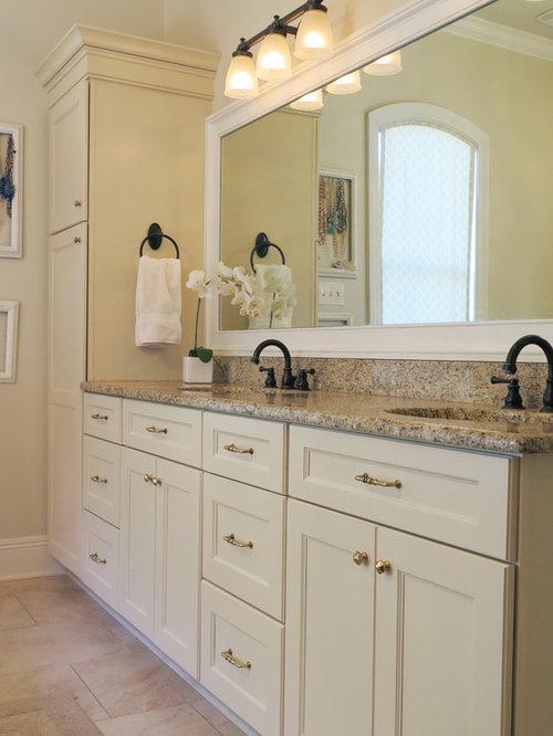 Salle de bain avec un lavabo suspendu et un sol en for Placard suspendu salle de bain