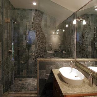 Ispirazione per una stanza da bagno per bambini design con lavabo a bacinella, top in marmo, doccia a filo pavimento, WC a due pezzi, piastrelle verdi, piastrelle di ciottoli, pareti verdi e pavimento in ardesia
