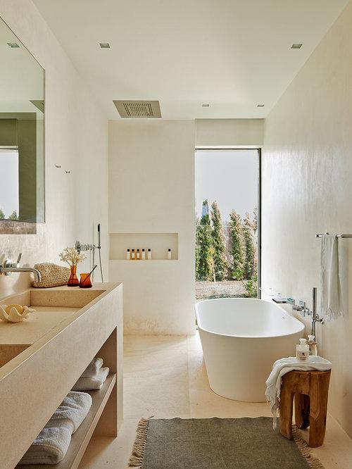 Salle de bain m diterran enne avec un lavabo int gr for Baignoire lavabo integre