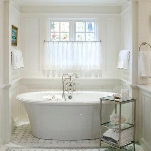 Esempio di una stanza da bagno padronale chic con vasca freestanding, top in marmo, piastrelle bianche, piastrelle a mosaico, pareti bianche e pavimento in marmo