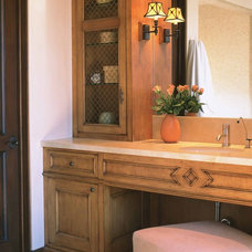 Mediterranean Bathroom by mark cutler