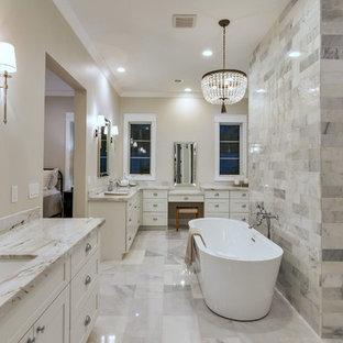 Idee per una grande stanza da bagno padronale american style con ante in stile shaker, ante grigie, vasca da incasso, vasca/doccia, WC monopezzo, piastrelle grigie, piastrelle diamantate, pareti grigie, pavimento in cementine, lavabo sottopiano, top in marmo, pavimento grigio, doccia aperta e top bianco