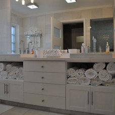 Bathroom by Berezowski & Asociados