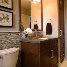 Contemporary Bathroom by r.design (Ra-me Interior Design)