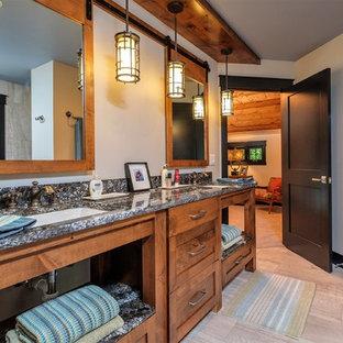 Modelo de cuarto de baño principal, romántico, de tamaño medio, con armarios abiertos, puertas de armario de madera oscura, bañera encastrada, combinación de ducha y bañera, sanitario de una pieza, baldosas y/o azulejos grises, paredes grises, suelo de baldosas de cerámica, encimera de cuarzo compacto, suelo multicolor y ducha abierta