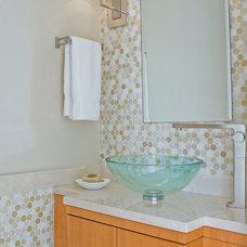 Modern Bathroom by Leslie Fine Interiors