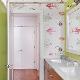 Idee per una stanza da bagno per bambini contemporanea con pareti multicolore