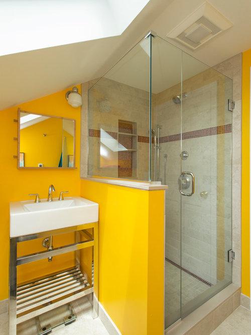 badezimmer mit waschtischkonsole und beigefarbenen fliesen design ideen beispiele f r die. Black Bedroom Furniture Sets. Home Design Ideas