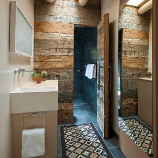Esempio di una stanza da bagno stile americano con doccia alcova e piastrelle nere