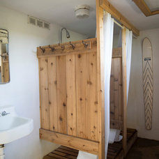 Rustic Bathroom by Tereasa Style