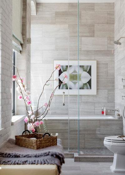 コンテンポラリー 浴室 by Rikki Snyder