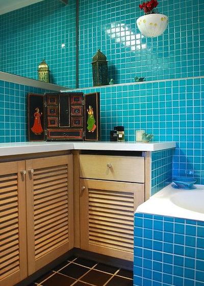 Tropical Bathroom by Luci.D Interiors