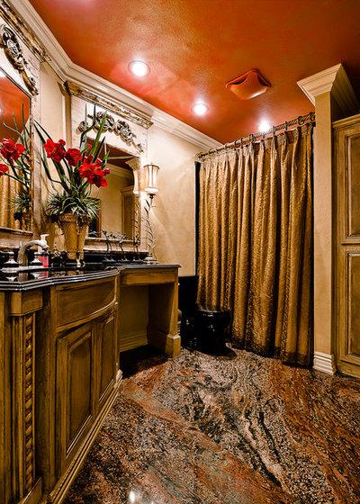 トラディショナル 浴室 by Celtic Custom Homes