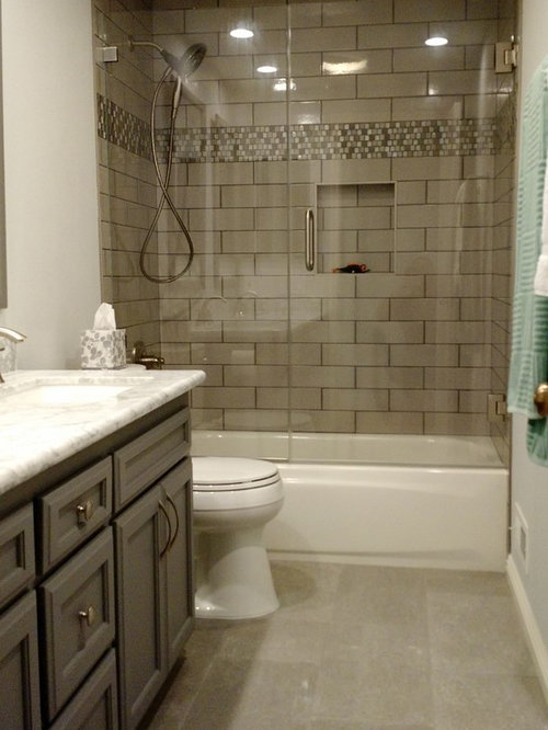 Mid sized traditional bathroom design ideas remodels for Mid size bathroom ideas