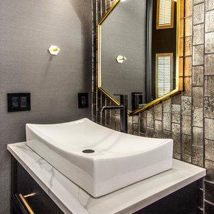 Immagine di una piccola stanza da bagno con doccia design con ante lisce, ante nere, WC a due pezzi, piastrelle multicolore, piastrelle di vetro, pareti nere, pavimento con piastrelle in ceramica, lavabo a bacinella, top in quarzo composito, pavimento nero e top bianco