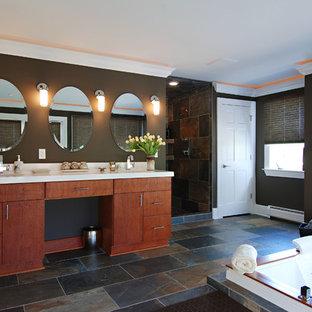Идея дизайна: большая ванная комната в классическом стиле с плоскими фасадами, коричневыми фасадами, гидромассажной ванной, открытым душем, унитазом-моноблоком, разноцветной плиткой, плиткой из сланца, коричневыми стенами, полом из сланца, врезной раковиной, столешницей из кварцита, разноцветным полом, открытым душем и белой столешницей