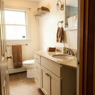 Kleines Klassisches Badezimmer En Suite mit Unterbauwaschbecken, Schrankfronten im Shaker-Stil, beigen Schränken, Recyclingglas-Waschtisch, Einbaubadewanne, Duschbadewanne, Toilette mit Aufsatzspülkasten, beigefarbenen Fliesen, Keramikfliesen, beiger Wandfarbe und Keramikboden in Boston