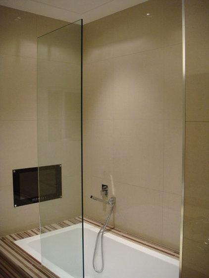 Modern Bathroom by Lincoln Mcleod