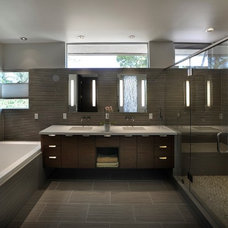 Modern Bathroom by Kevin deFreitas Architects AIA