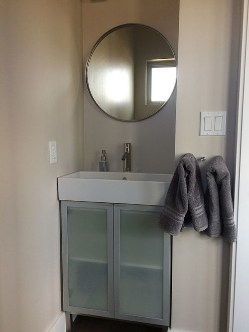Stanza da bagno industriale con ante di vetro - Foto, Idee, Arredamento