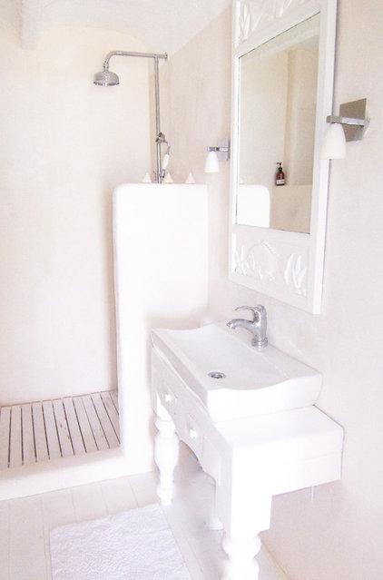 Shabby chic Bathroom by carde reimerdes