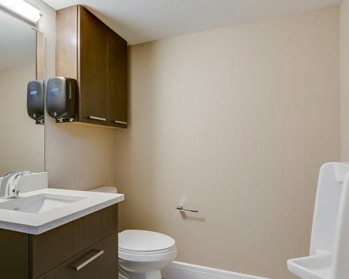 Salle de bain avec un sol en vinyl et un urinoir : Photos et idées ...