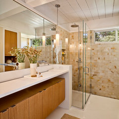 modern bathroom by Studio Schicketanz