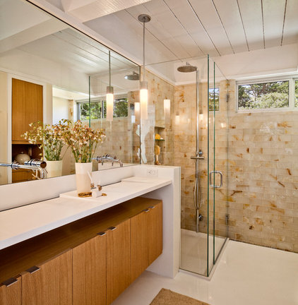 Midcentury Bathroom by Studio Schicketanz