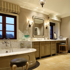 Mediterranean Bathroom by Evens Architects